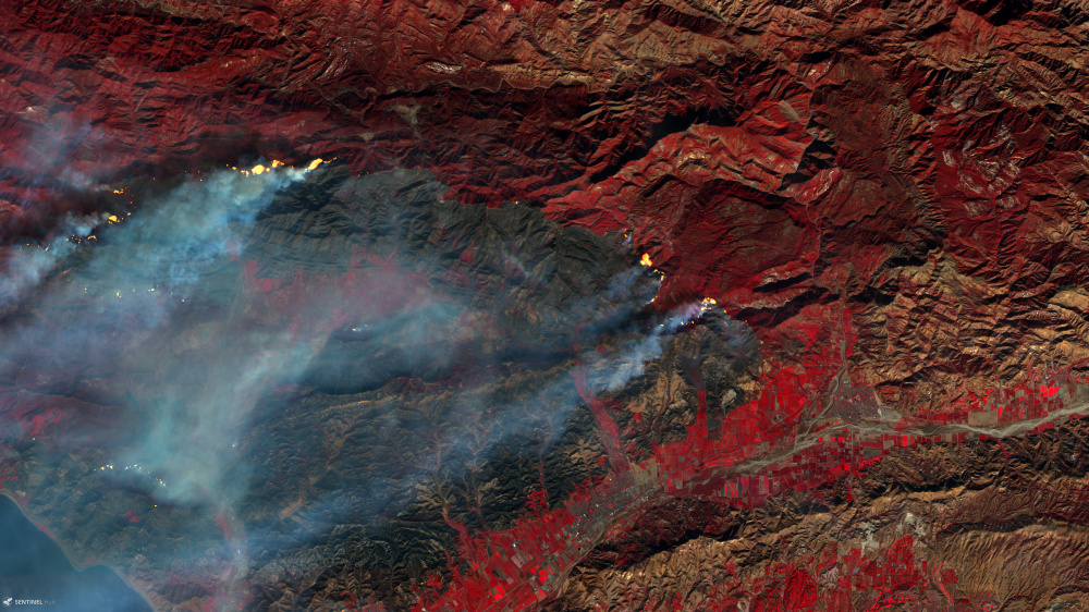 Copernicus Sentinel-2 image of the Thomas wildfire with smoke and visible burn scar